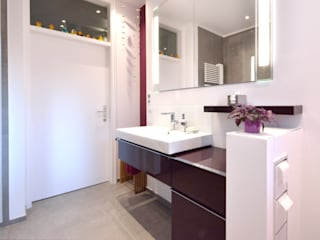 Modern bathroom by INNEN LEBEN Modern