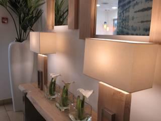 BANCO ,LAMPARAS Y ESPEJOS RECEPCION OFICINAS de PABLOBEJAR NATURAL DESIGN Moderno