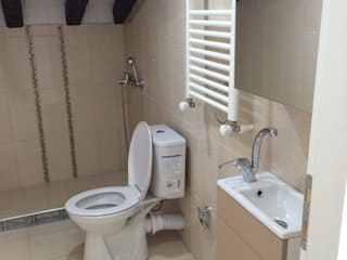 Modern bathroom by rwiçmimari Modern