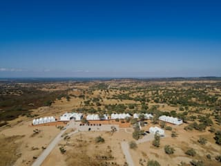 Sobreiras - Alentejo Country Hotel: Jardins  por FAT - Future Architecture Thinking