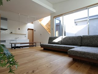 Scandinavian style living room by 福田康紀建築計画 Scandinavian