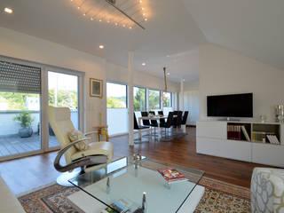 Wohnung 1: moderne Wohnzimmer von DRECHSLER INTERIORS
