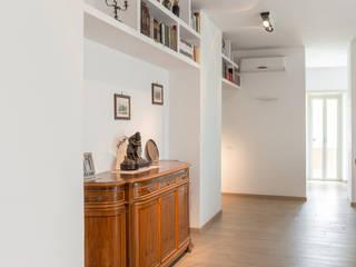 Salones de estilo moderno de Angelo Talia Moderno