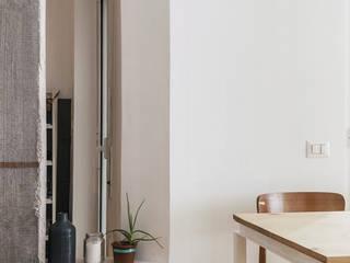 Casa M&C: Soggiorno in stile in stile Moderno di Angelo Talia