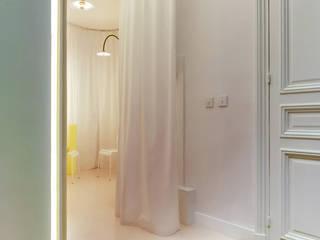 Renovation d'un cabinet de kinésithérapie Cliniques minimalistes par UBALT SAS Minimaliste