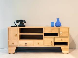 Este Mimarlık Tasarım Uygulama San. ve Tic. Ltd. Şti. – Masif Meşe Mobilyalar:  tarz Oturma Odası