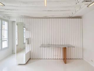 Renovation d'un appartement de 36 m²: Salon de style  par UBALT SAS