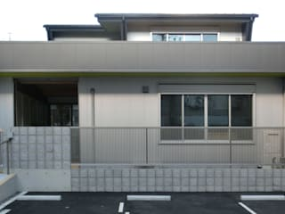 Eclectic style houses by 氏原求建築設計工房 Eclectic