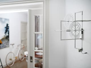 INNOVATIVE MODERN SILVER WALL CLOCK YOU HAVE TO SEE de Bloomming Moderno