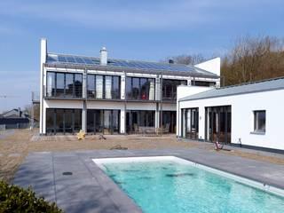 Terrasse und Poolanlage:  Garten von Architekten BDA Naujack Rind Hof