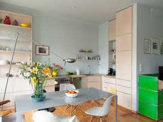 Cocinas de estilo escandinavo de Berlin Interior Design Escandinavo