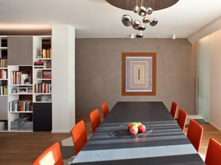 Residenza Privata a Trento: Sala da pranzo in stile in stile Moderno di iarchitects