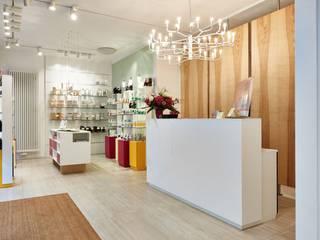 Theke - Verkaufsraum:  Geschäftsräume & Stores von RÄUME + BAUTEN