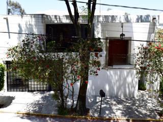 Fachada G79: Casas de estilo  por xma studio