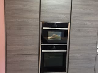 Mr and Mrs Shamsa Modern kitchen by Diane Berry Kitchens Modern