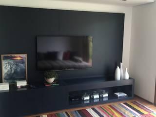 Salas multimedia de estilo moderno de luciana zeitel & marcella libeskind arquitetura e interiores Moderno