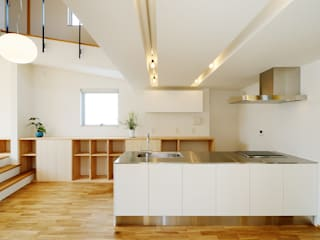 Modern Kitchen by スタジオグラッペリ 1級建築士事務所 / studio grappelli architecture office Modern