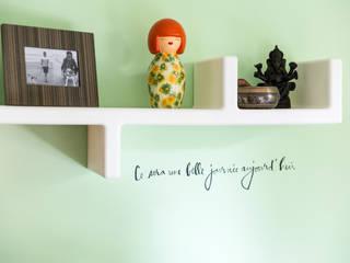 Appartement R. & V. : Bureau de style  par Sensionest