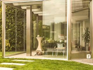 Terrassenverglasung in Edelstahl & Glas Schmidinger Wintergärten, Fenster & Verglasungen Moderner Wintergarten Glas Grau