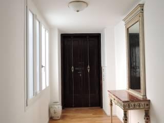 Ingresso: Ingresso & Corridoio in stile  di chiarapice studio