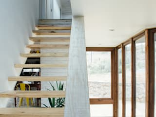 Casa en Los Molles: Pasillos y hall de entrada de estilo  por Thomas Löwenstein arquitecto