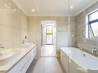 Salida del Sol Morningside Modern bathroom by Flaneur Architects Modern