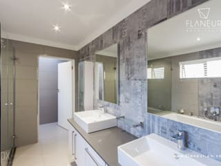 Moderne badkamers van Flaneur Architects Modern