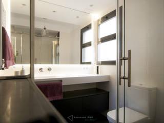 emmme studio Modern bathroom White