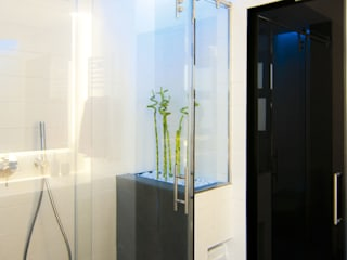 Modern Bathroom by emmme studio Modern