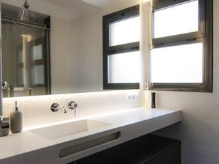 Baños modernos de emmme studio Moderno