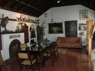 Transformacion de unas oficinas en casa de alquiler vacacional en la ciudad de Málaga. de LADECORARTERIA