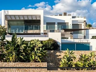 Villa - Vivienda unifamiliar en Calpe:  de estilo  de Grupotenza Calpe