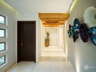 الممر الحديث، المدخل و الدرج من UV Arquitectos حداثي
