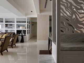 現代英倫風:  走廊 & 玄關 by 誼軒室內裝修設計有限公司