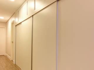 Híbrida Arquitetura, Engenharia e Construção Modern Corridor, Hallway and Staircase