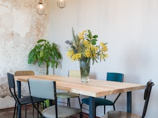 Industrial style dining room by Caterina Raddi Industrial