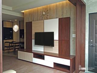 Salas de estar modernas por 以恩設計 Moderno