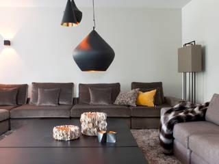 Mix landelijk modern:  Woonkamer door Ilse Damhuis Stijlvol Wonen