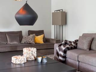 Mix landelijk modern Moderne woonkamers van Ilse Damhuis Stijlvol Wonen Modern