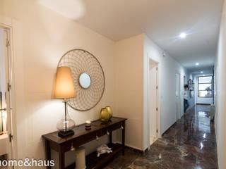 ห้องโถงทางเดินและบันไดสมัยใหม่ โดย Home & Haus | Home Staging & Fotografía โมเดิร์น