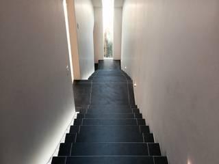 Casa Lomas Verdes Pasillos, vestíbulos y escaleras modernos de simon&diseño Moderno
