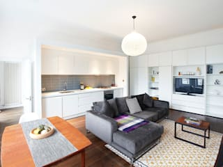 Belsize Park:  Living room by House of Sylphina