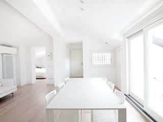 Gun_house_2010 CREMA tIPS ARCHITECTS Sala da pranzo minimalista Bianco
