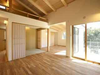 西久保の家: 光風舎1級建築士事務所が手掛けたリビングです。