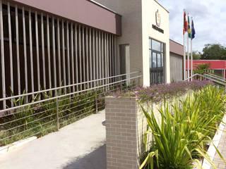 3ª Companhia (Cia) do 8º Batalhão de Polícia Militar (BPM) Edifícios comerciais minimalistas por Szoma Arquitetura Minimalista