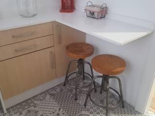 Reforma de piso en granada para alquilar Cocinas de estilo moderno de Coreal reformas e interiorismo Moderno