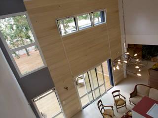 La maison dans les chênes: Maisons de style  par Agence PULIDO