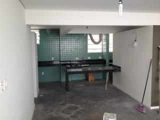 Apê no Itaim Bibi em São Paulo - Reforma Cozinhas modernas por NOT-ATELIER Moderno