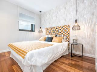 Dúplex en casco histórico Málaga, remodelación para apartamento de alquiler. Dormitorios de estilo escandinavo de Espacios y Luz Fotografía Escandinavo