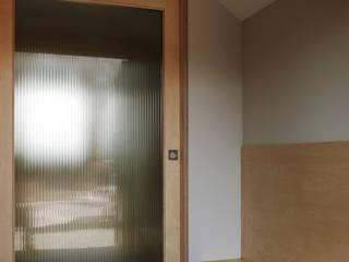 평창리주택#1 건축사사무소 리임 모던스타일 복도, 현관 & 계단 우드 우드 그레인